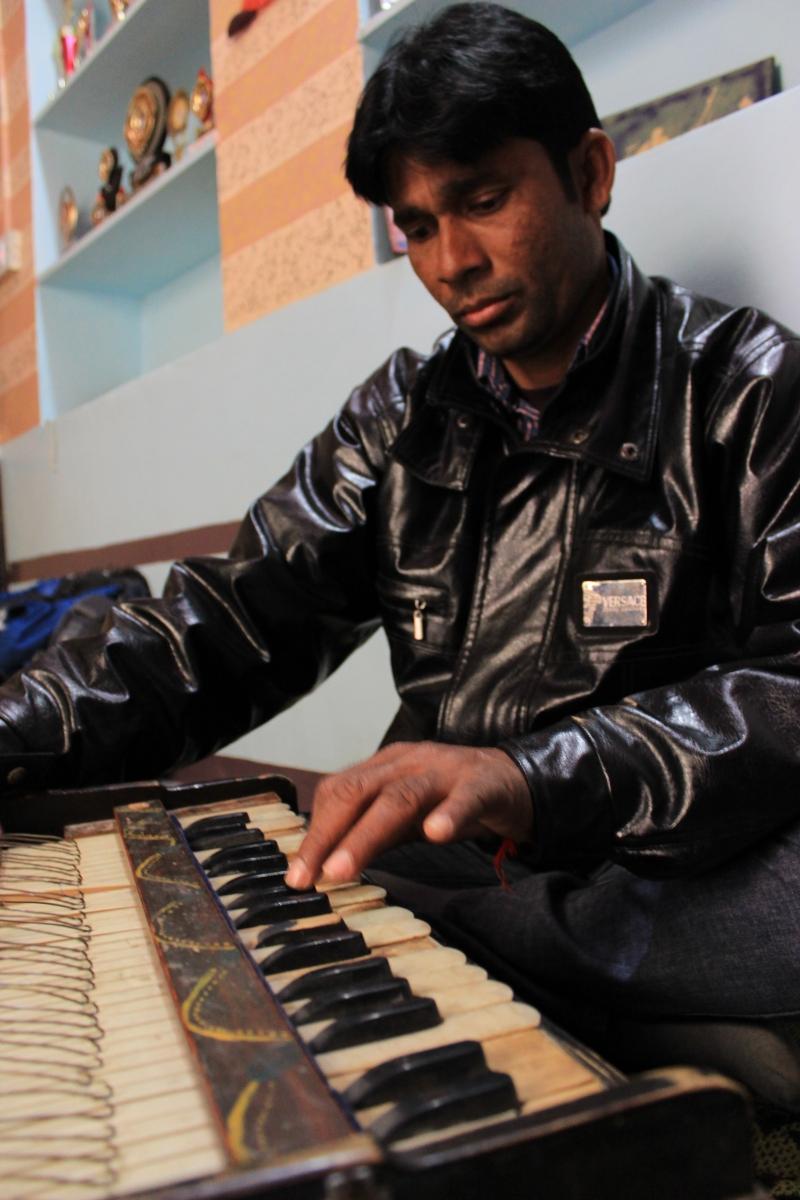 Musicien, ami de Mohan (Inde)
