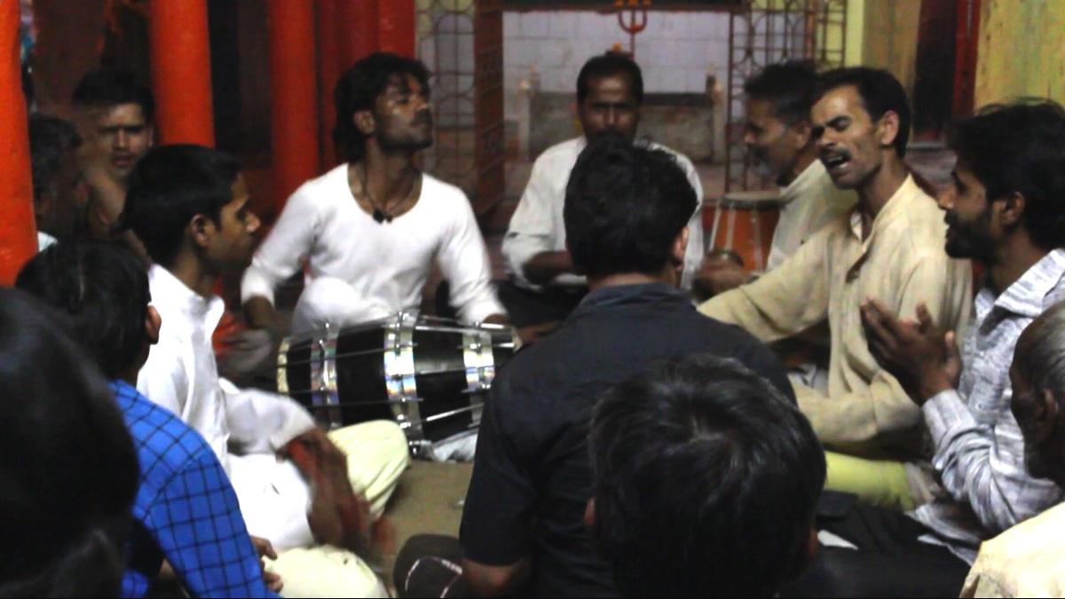 Musiciens en face d'un temple Hindou (Inde)